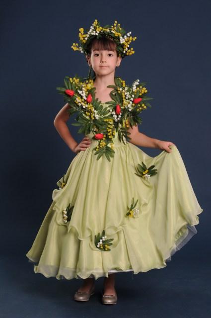 Весенние костюмы для девочки